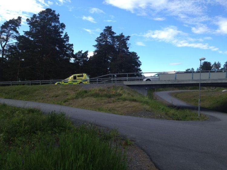 Som av en händelse körde ambulansen förbi precis efter min vurpa. De kan ha sett mig för de körde förbi ytterligare en gång :)