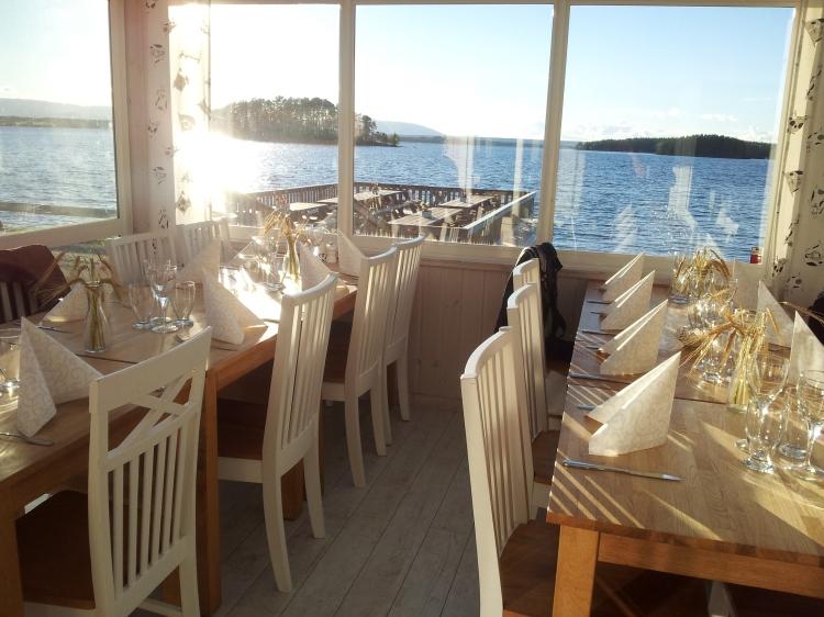 Skönt och lyxigt att vara endast 16 gäster i en hel restaurang.