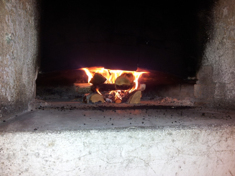 Efter lite trixande lyckades jag få fart på elden. Det var betydligt lättare i söndags än de gånger när det är minusgrader ute.