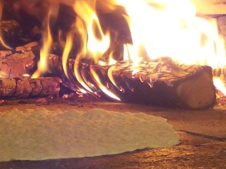 Härliga dofter sprider sig när brödet gräddas.