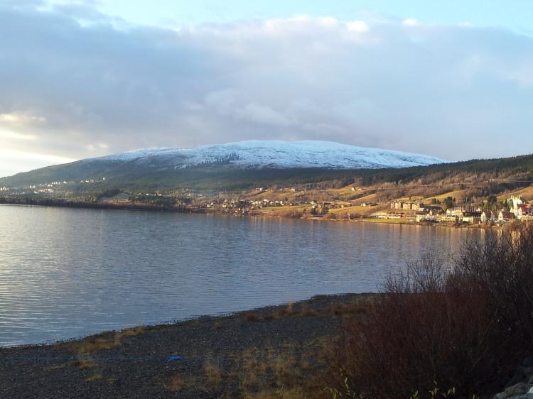 Åresjön och Mullfjället. Snart kan det finnas nog med snö för att åka skidor på Mullfjället. Ett av den kommande vintersäsongens utflyktsmål.