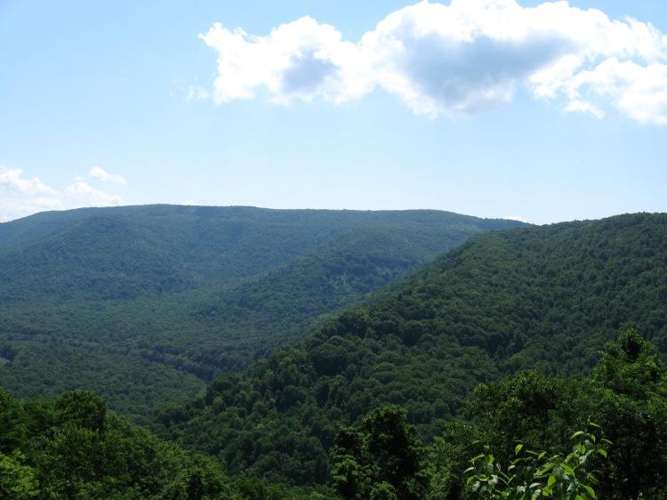 Utsikten från en av rastplatserna vid vägen som var med på förra bilden.