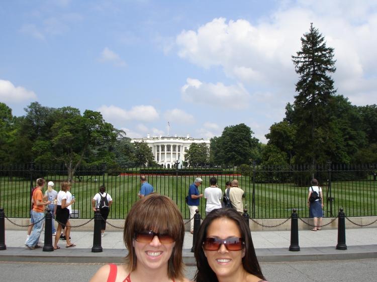 Trots närmare sex år i Washington DC har jag aldrig varit in i Vita Huset. Däremot har jag några gånger fotat utanför. Tids nog kanske jag gör ett besök på inomhus också.